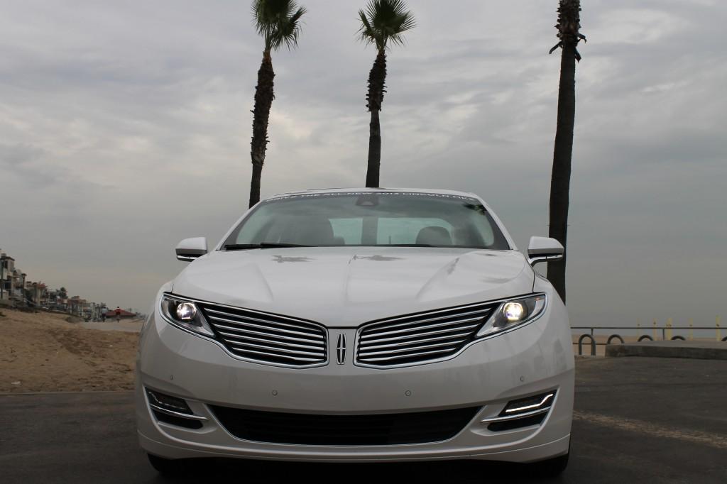 2013_Lincoln_MKZ_Hybrid_White_00024