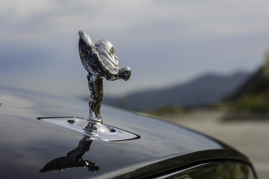 2015_Rolls-Royce_Wraith_Silver_Black_018