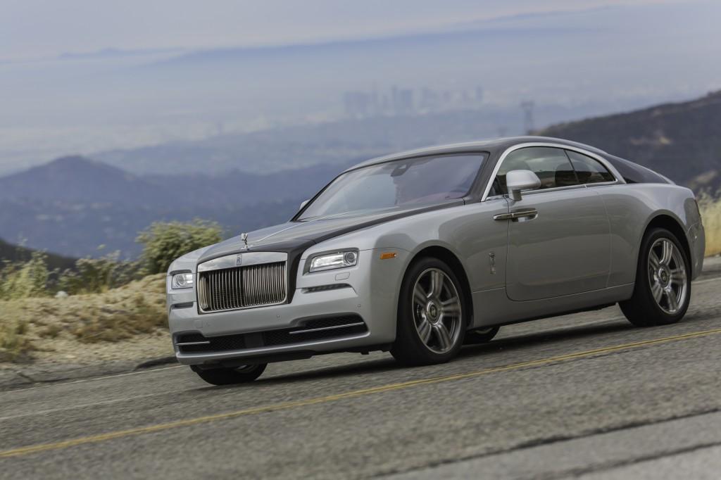 2015_Rolls-Royce_Wraith_Silver_Black_014