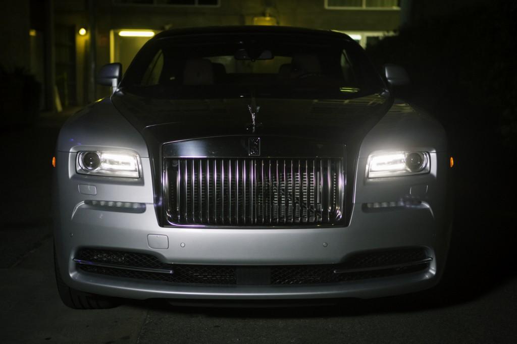 2015_Rolls-Royce_Wraith_Silver_Black_026