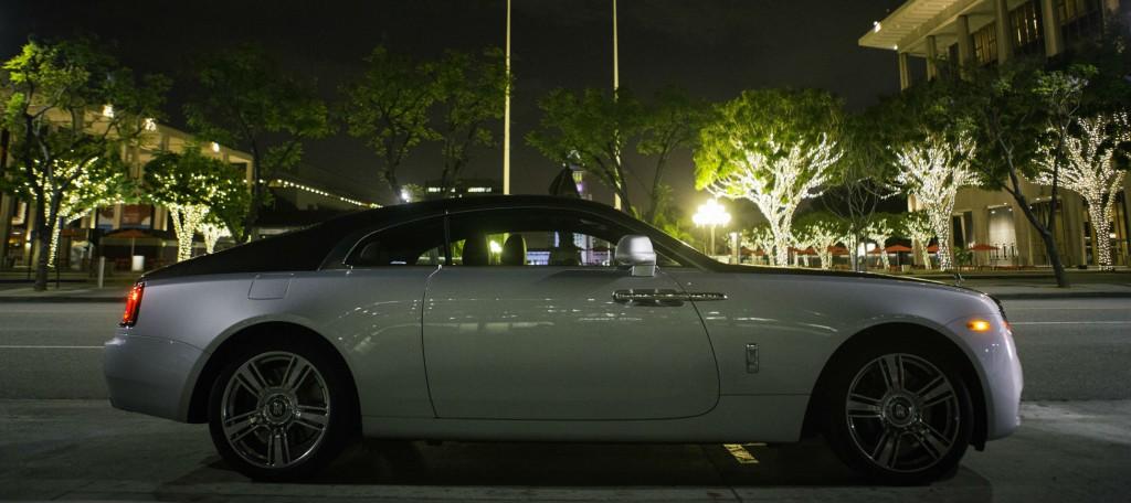 2015_Rolls-Royce_Wraith_Silver_Black_044
