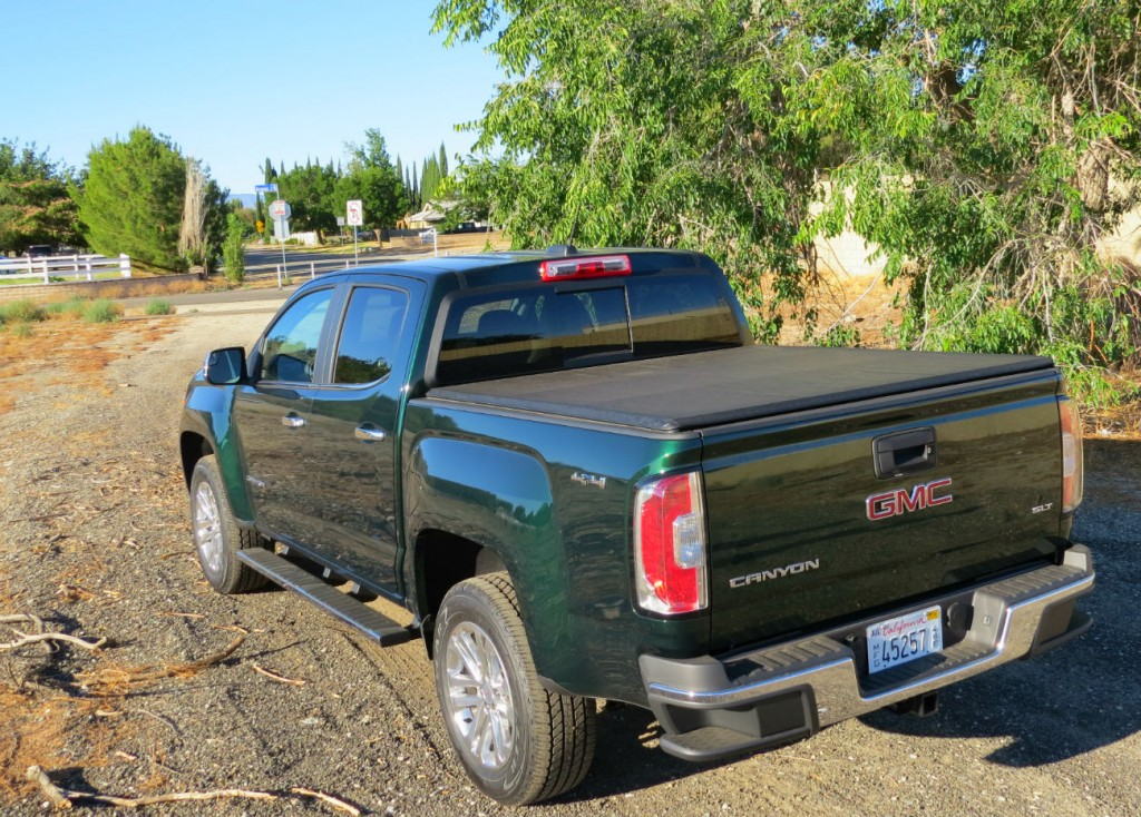 2015_GMC_Canyon_Green_Metallic_003.jpg