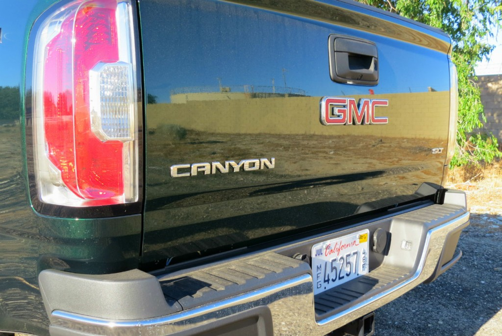 2015_GMC_Canyon_Green_Metallic_004.jpg