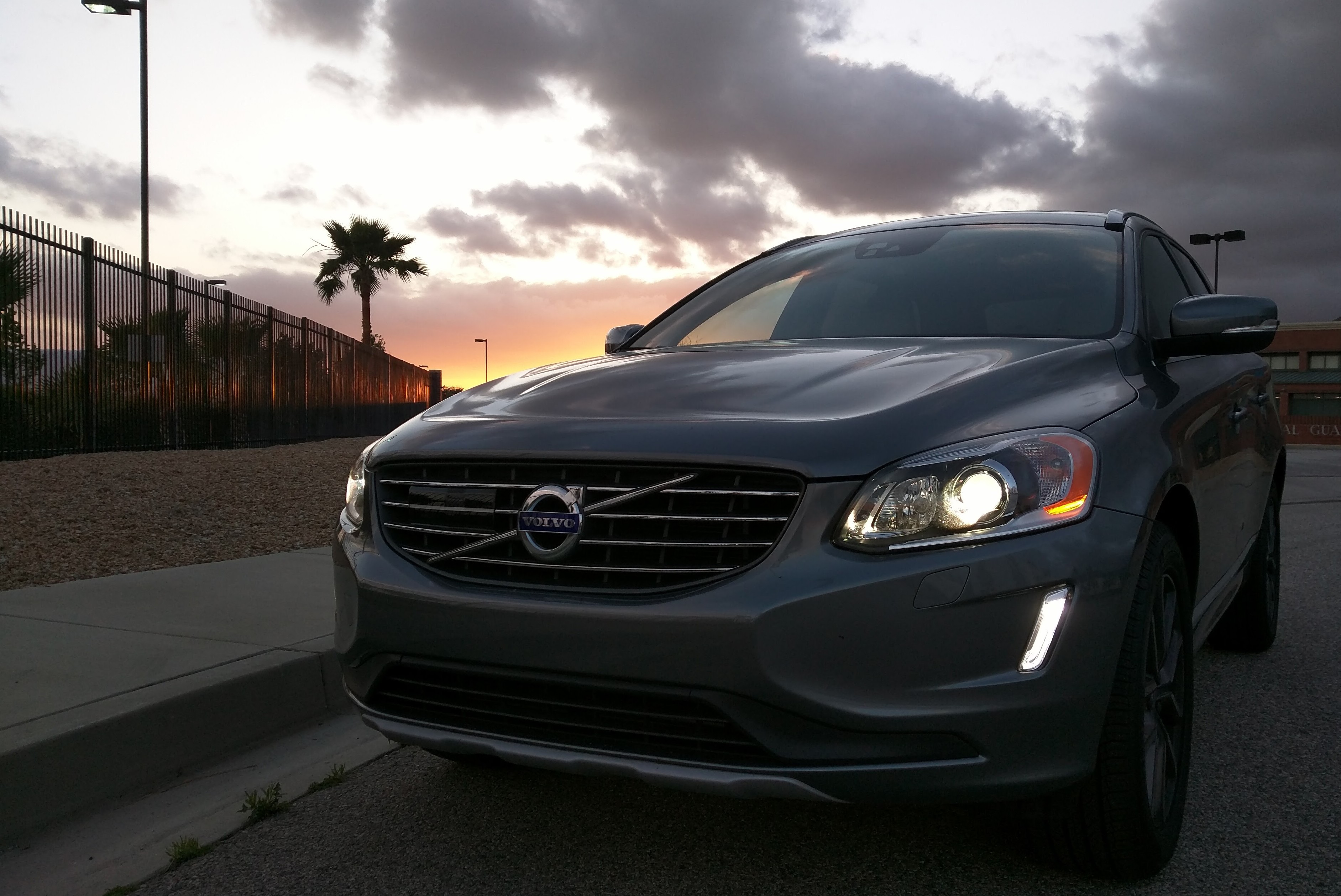 2016 volvo xc60 is a twin charged family hauler the ignition blog. Black Bedroom Furniture Sets. Home Design Ideas