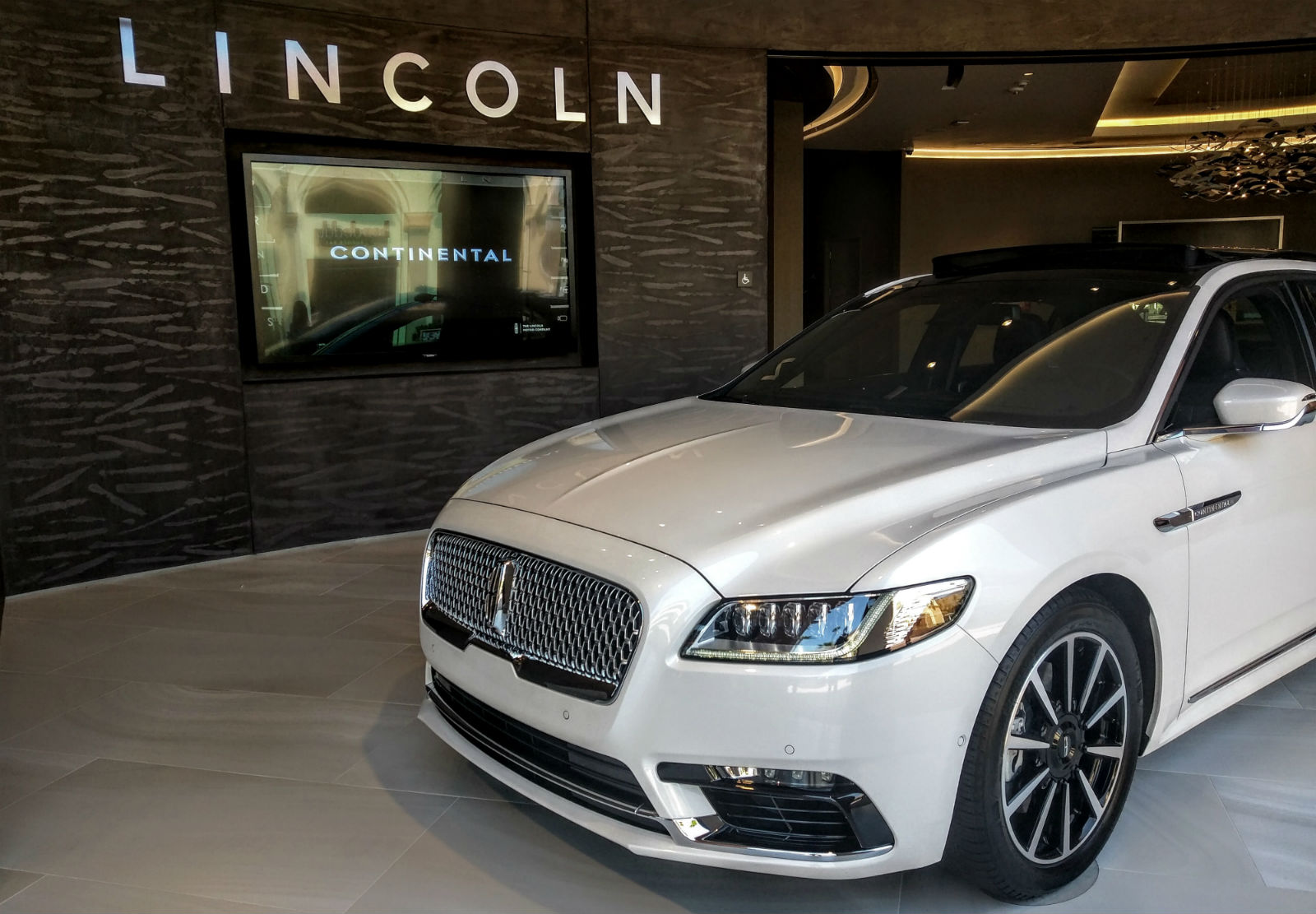 2017 lincoln continental black label awd first drive review. Black Bedroom Furniture Sets. Home Design Ideas