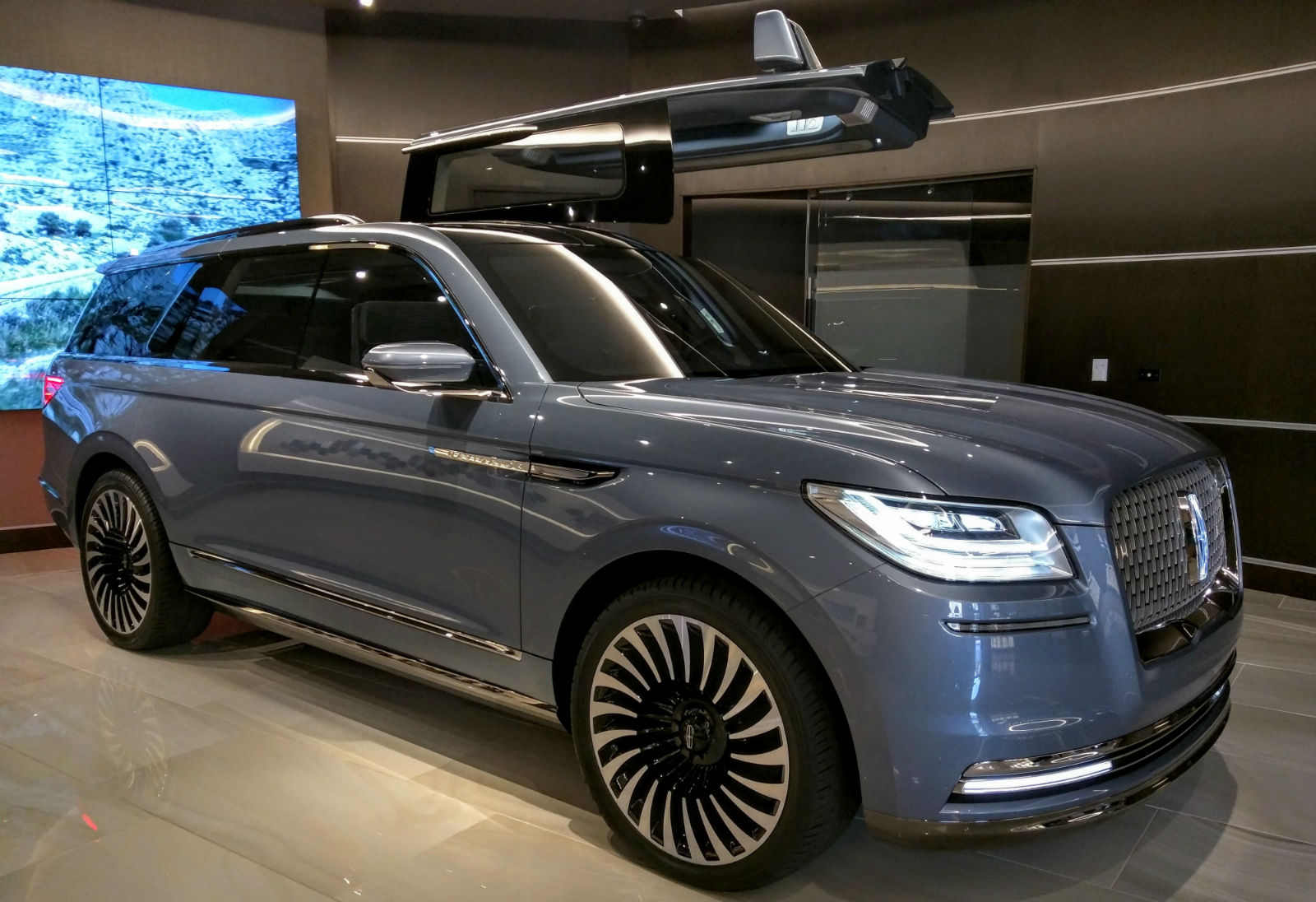 Lincoln Experience Center Fashion Island Newport 002 Navigator Concept 001 The