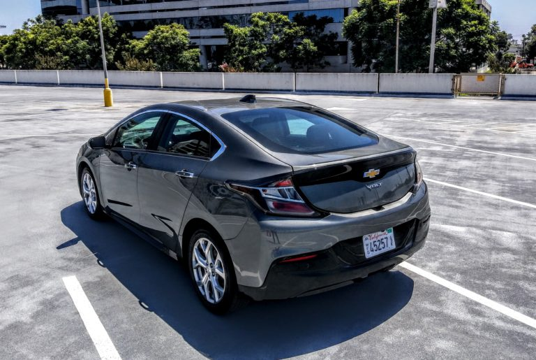 2017_chevrolet_volt_gray_004