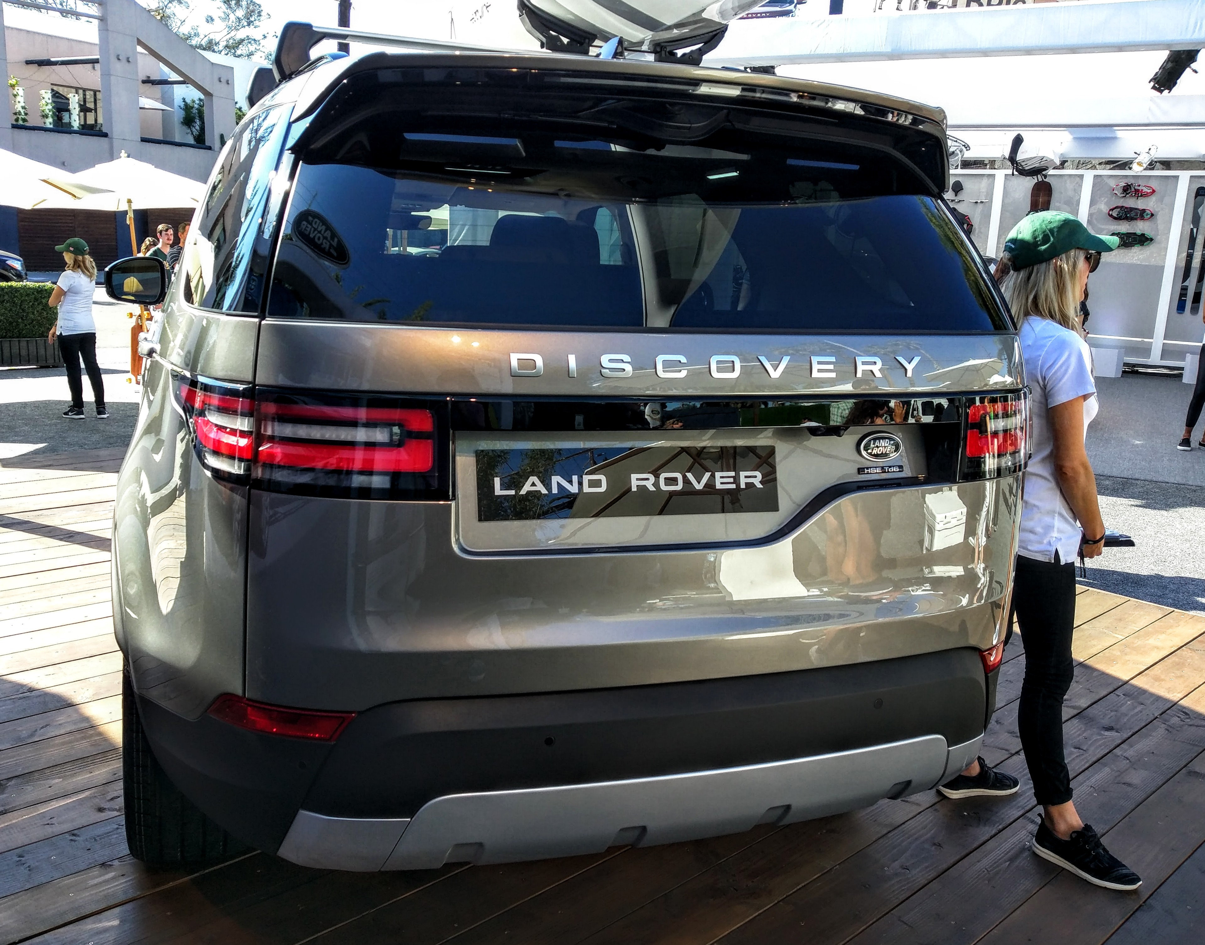 california welcomes the new land rover discovery the ignition blog. Black Bedroom Furniture Sets. Home Design Ideas
