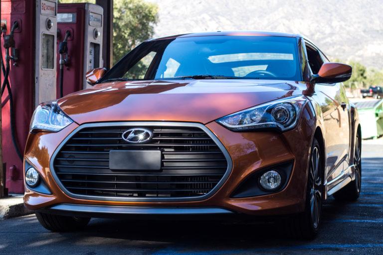 2017_Hyundai_Veloster_Turbo_Front_01