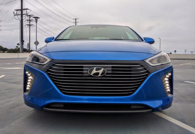 2017 Hyundai Ioniq Hybrid Limited 002