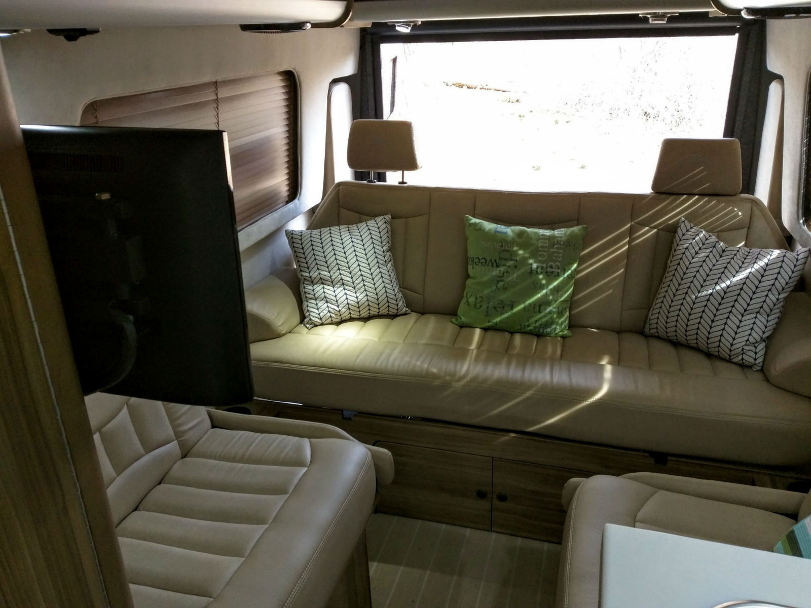 Airstream Tommy Bahama Interstate Touring Coach 002