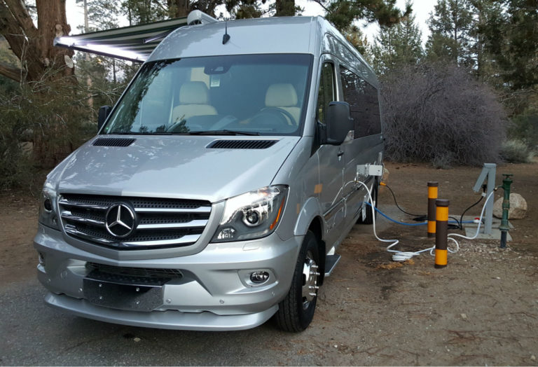 Airstream-Tommy-Bahama-Interstate-Touring-Coach-014