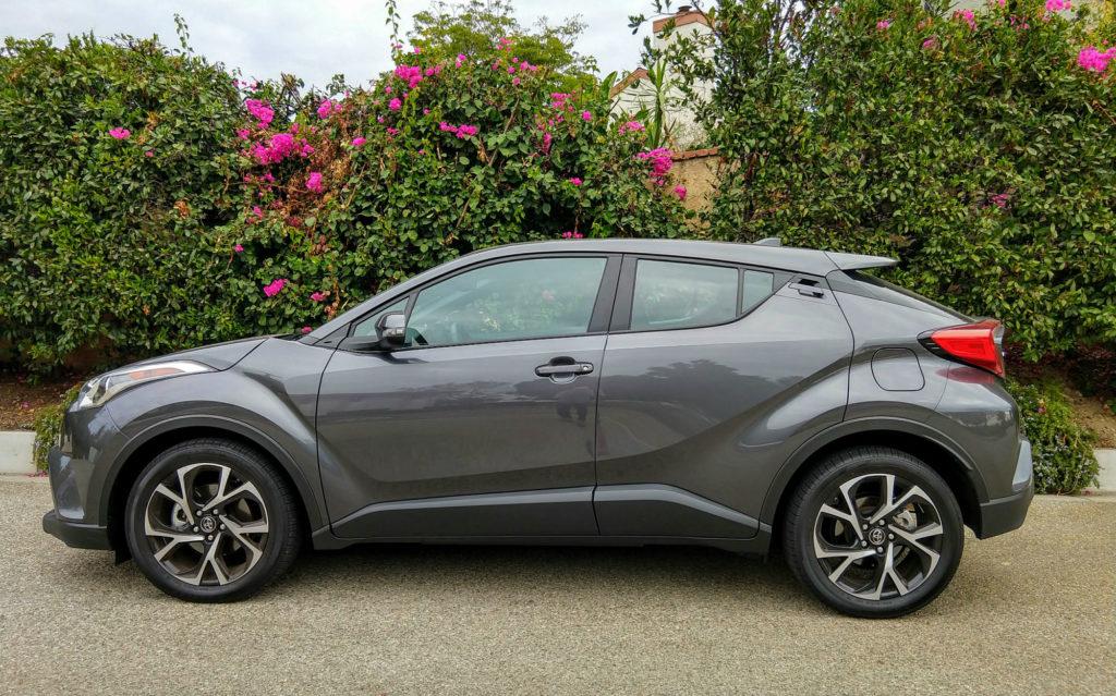 2018-Toyota-C-HR-XLE-Premium-002