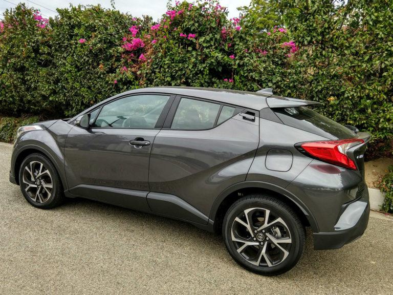 2018-Toyota-C-HR-XLE-Premium-003
