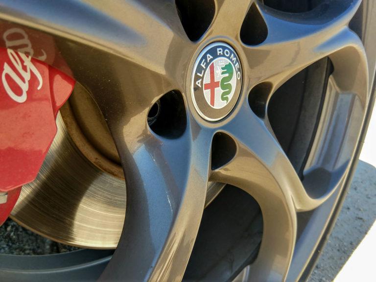 2018_Alfa_Romeo_Giulia_Ti_004