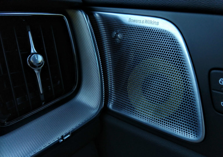 2018 Volvo XC60 T6 R-Design 008