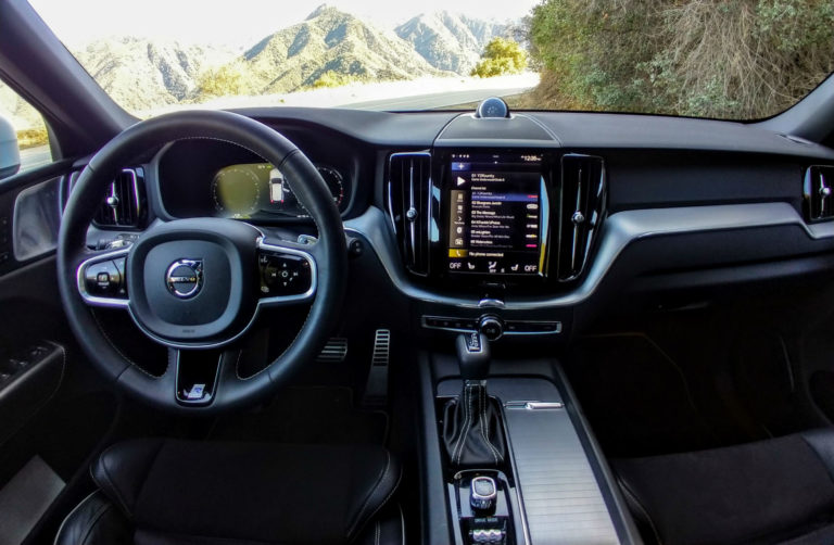 2018 Volvo XC60 T6 R-Design 010