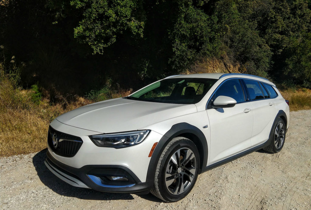 2018 Buick Regal TourX White Frost 001