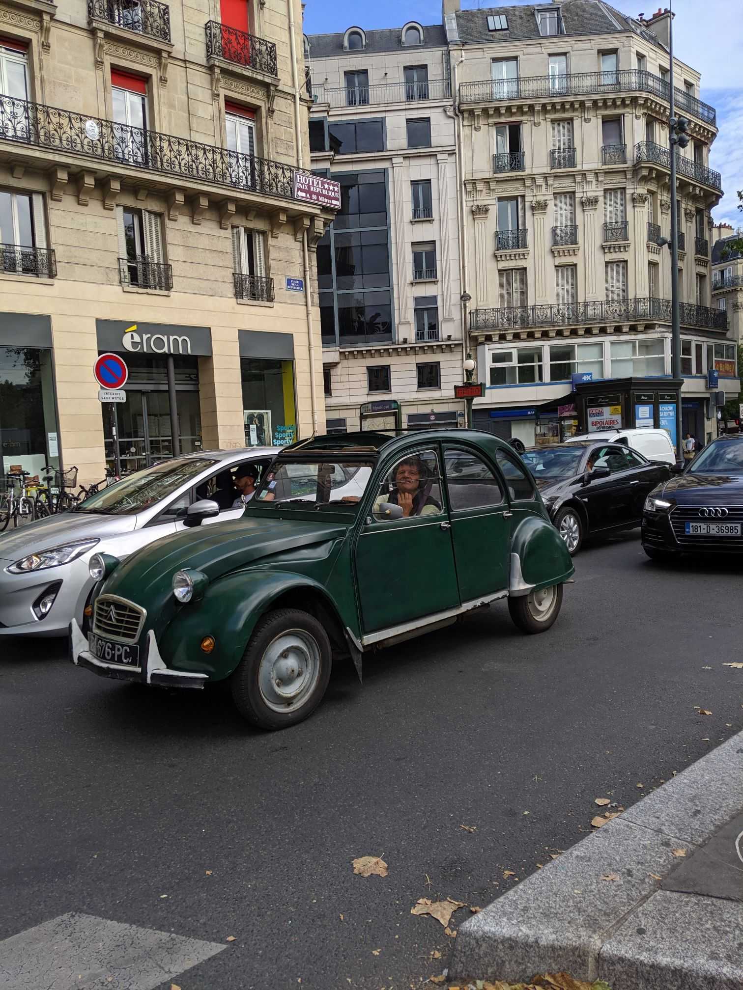 Paris Cars Citroen 2CV Green